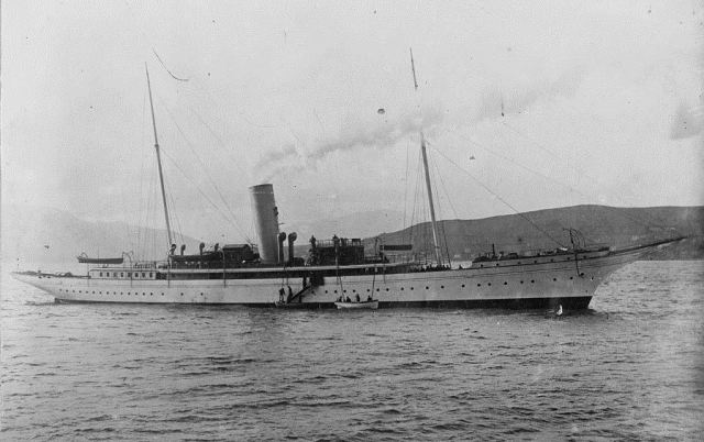 SY Warrior hove-to off Gourock on the Firth of Clyde c.1905 Library of Congress