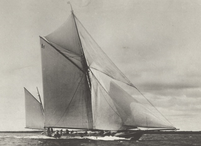 Thistle thundering down Kieler Fjord c1910 as Kaiserliche Marine's training yacht Comet. (© Jorma Rautapää)
